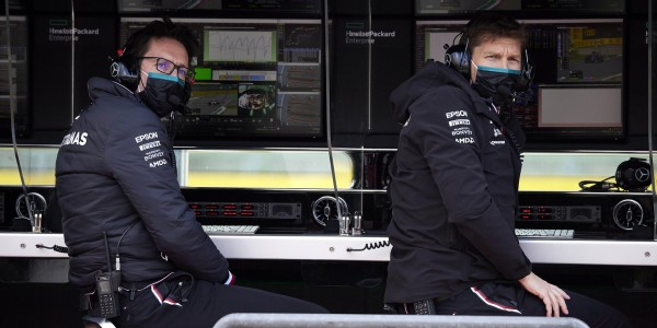 Mercedes F1 Pit Wall EXPLAINED!